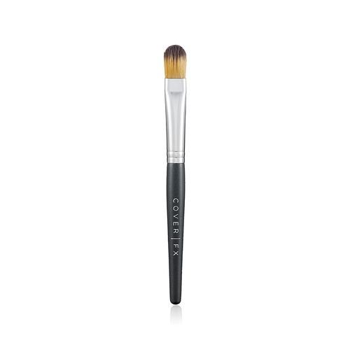 Closeup   concealer brush