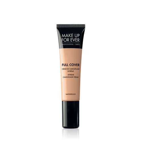 Closeup   8750 full cover concealer 05 vanilla 1